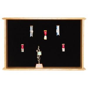 Kranzkasten Modell ES 120, 70 x 110 cm für 110 Abzeichen + 12 Becher