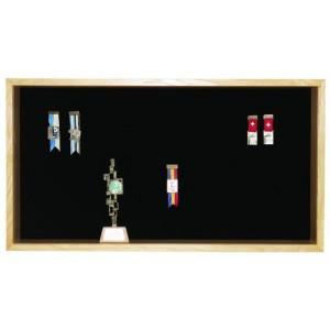 Kranzkasten Modell ES 150, 50 x 90 cm für 55 Abzeichen + 10 Becher